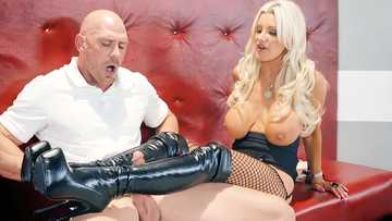 Extravagant blonde mistress Brittany Andrews seduces man with look of her body